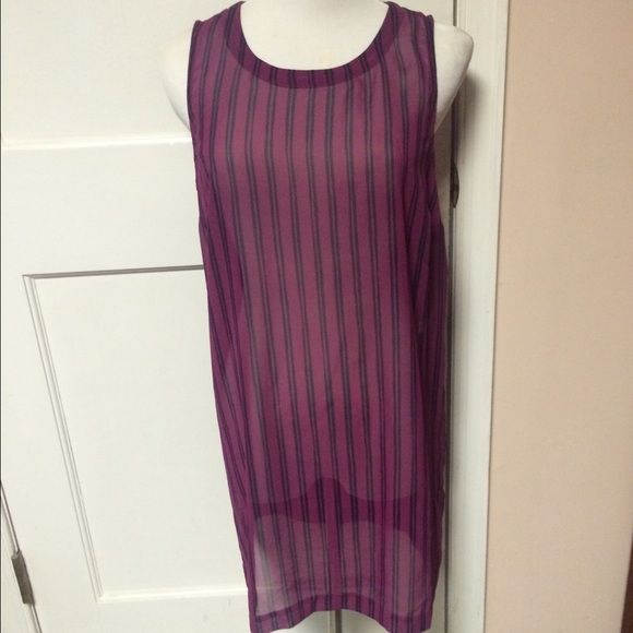 Banana republic top tunic fuschia navy stripe sm Banana republic sheer fuschia navy stripe tunic top. Looks great belted or just hanging free .  Buttons up back with 5 buttons . size small 100% polyester machine washable length 31 from shoulder Banana Republic Tops Tunics
