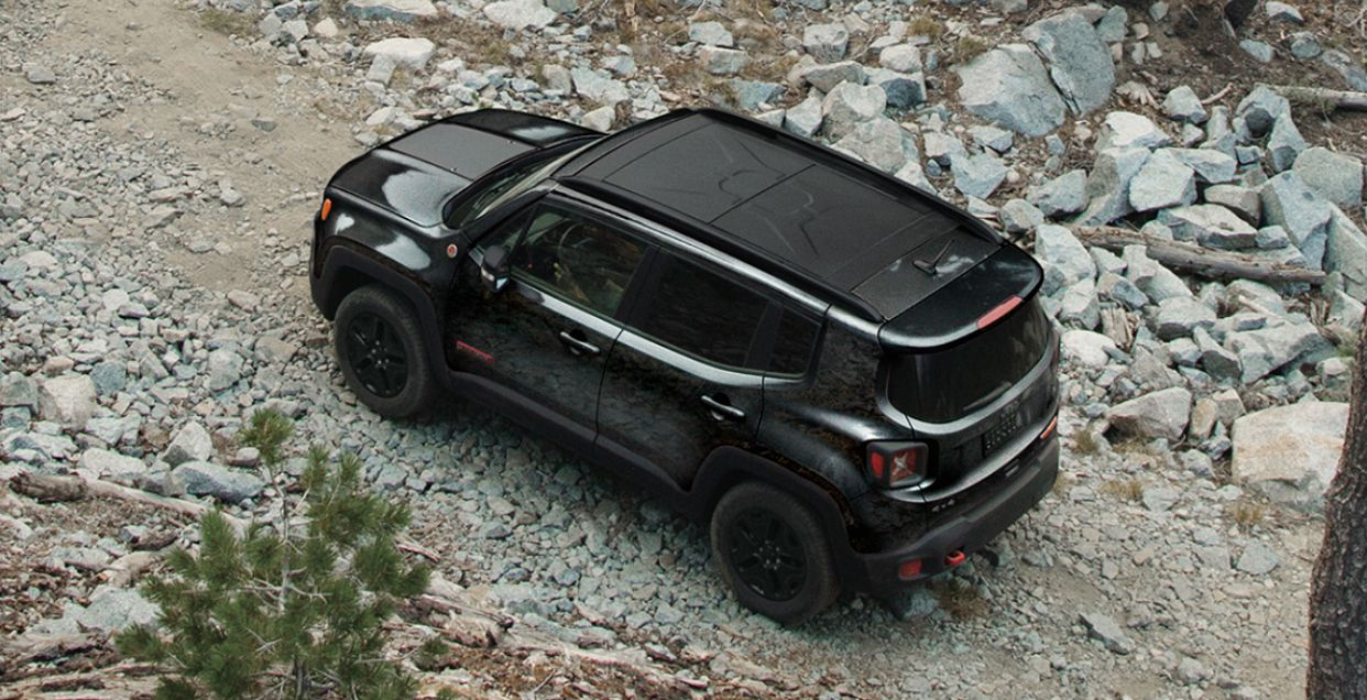 Jeep Renegade 2018 All Black With A Removable Sunroof Panel Love The Look Jeep Renegade Jeep Renegade Black Jeep Gear