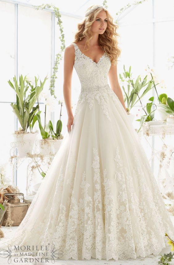 Mori Lee vintage v-neck lace wedding dress / http://www.himisspuff ...