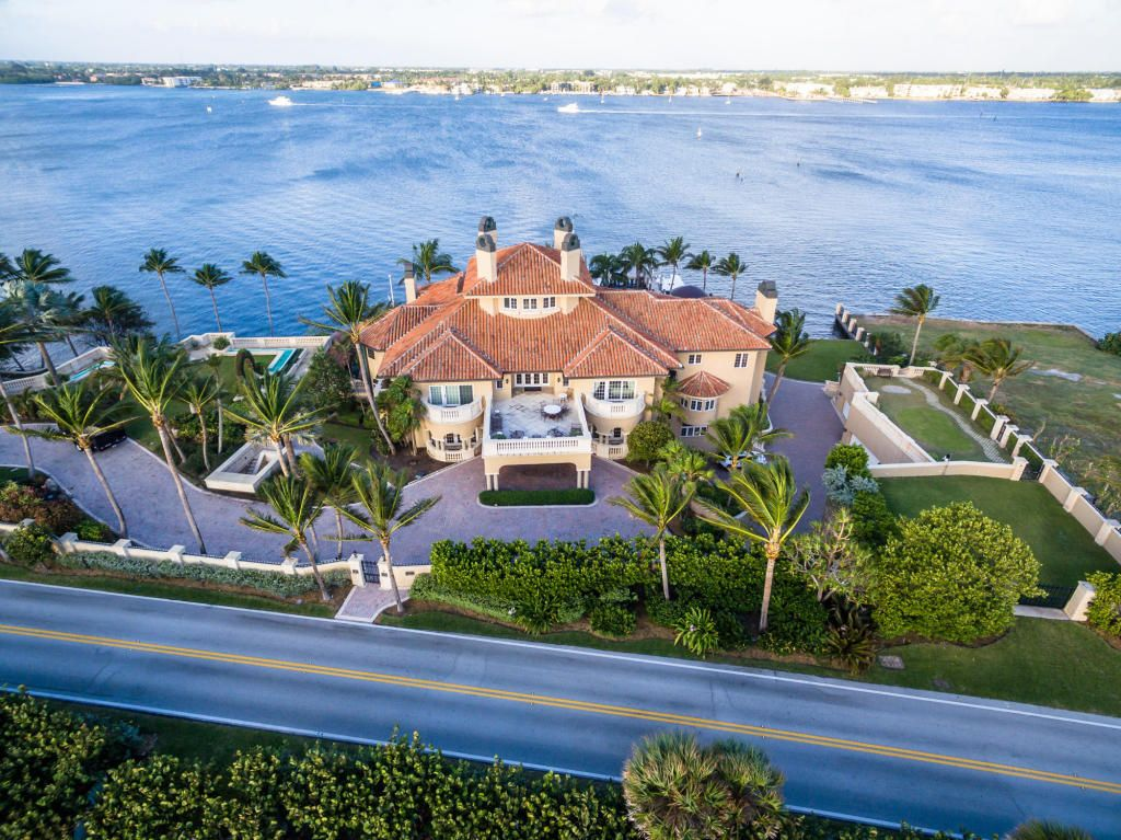 Paradisio Del Mar A Classic Mediterranean Style Estate Located On South Ocean Blvd In The Exclusive Community Of Man Florida Real Estate Estates Style Estates