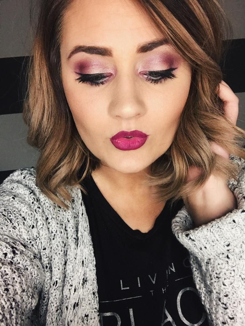 Pink eyeshadow and ombré lips. I love this look for Fall