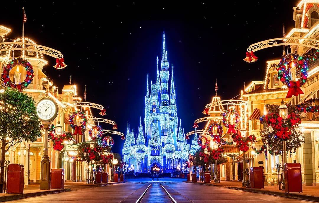 Here Are The 25 Best Places In Florida To Get Into The Christmas Spirit Best Places In Florida Places In Florida Florida Christmas