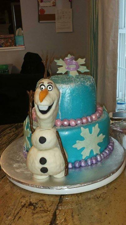 Disney's movie Frozen Cake with Olaf.