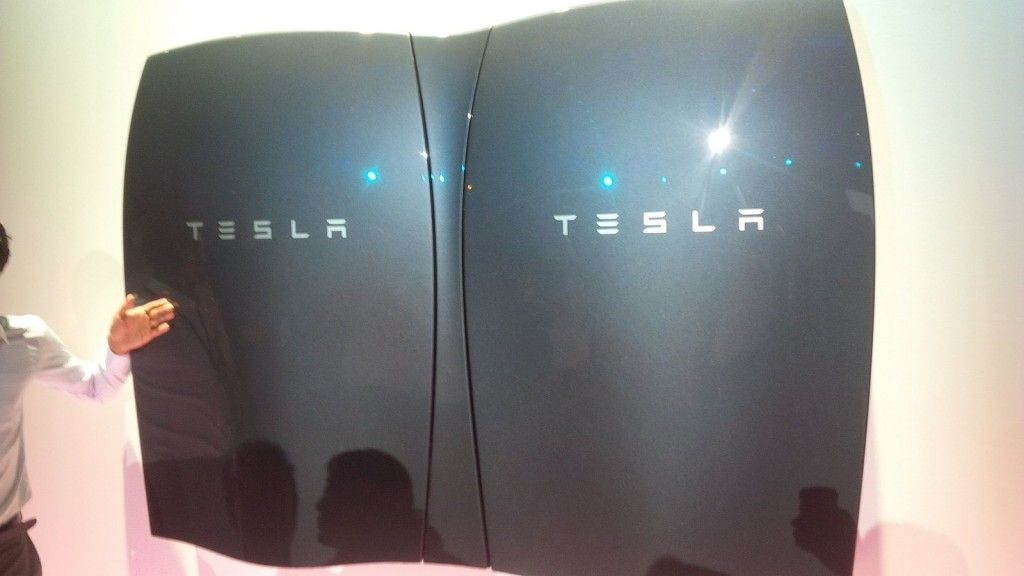 tesla unveils a battery to power your home completely off grid general pinterest nergie. Black Bedroom Furniture Sets. Home Design Ideas