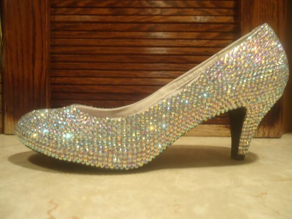 ...So doing this too....... little higher of a heel, and probably a peep toe.... maybe a sling back..... oh I love the glitz... =D