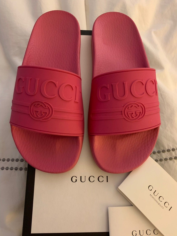 price of gucci flip flops