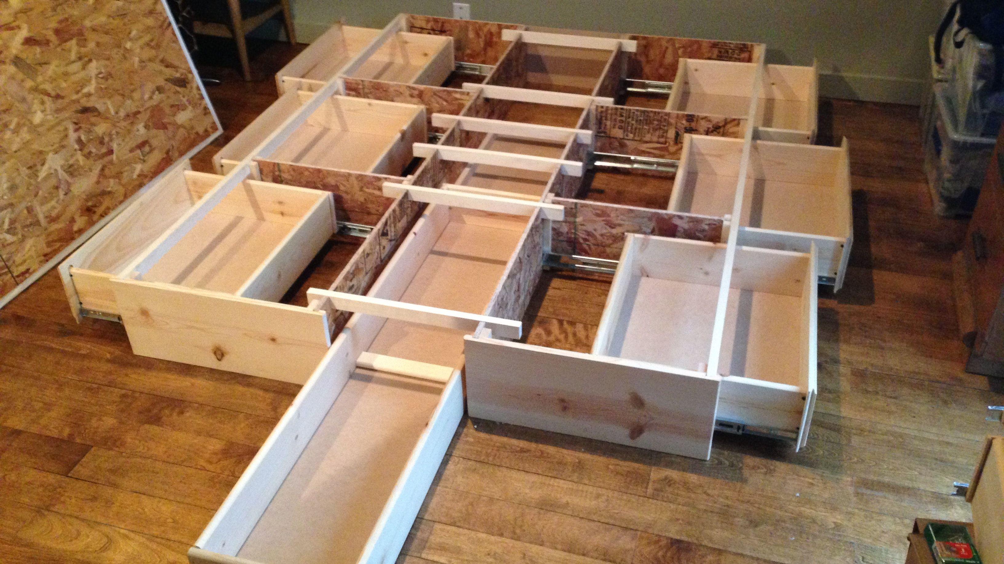 Best queen storage bedframe, new, pine, 7 Drawer | Idées de lit, Rangement sous lit, Diy maison