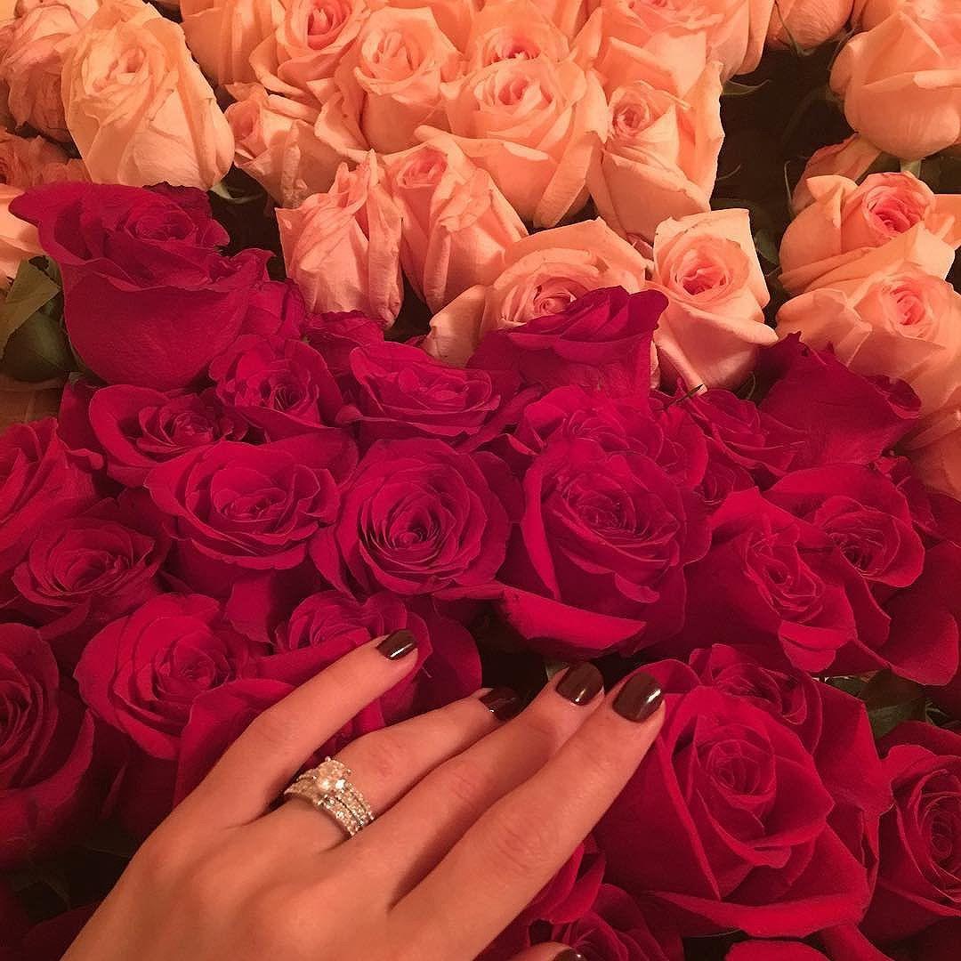 букет цветов с кольцом фото конструкция представляет собой