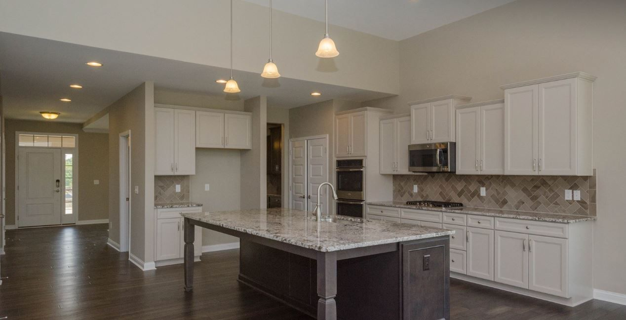 Incroyable GOURMET KITCHEN   DURHAM MAPLE GLACIER GRAY PERIMETER CABINETS, LANDEN  MAPLE FLAGSTONE ISLAND CABINETS