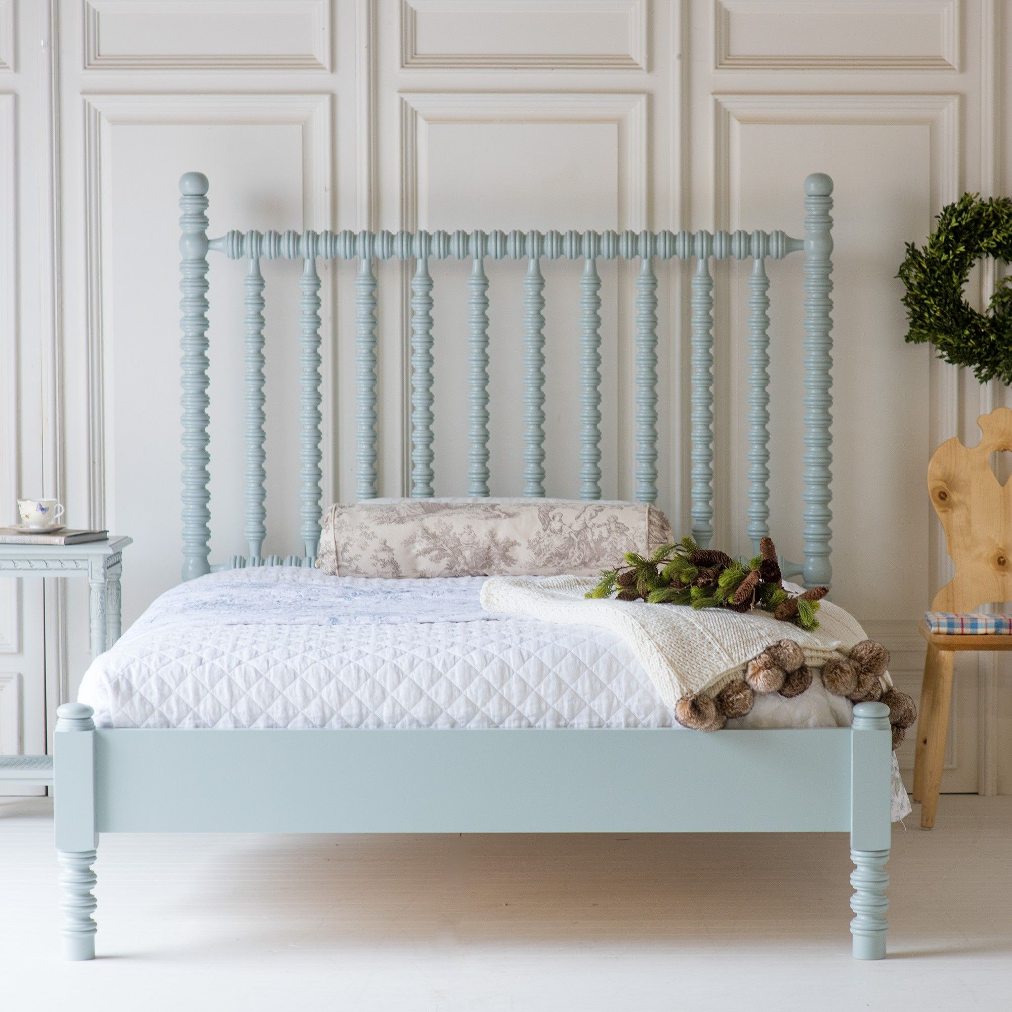 Harriett Spindle Bed, Low Footboard White wooden bed