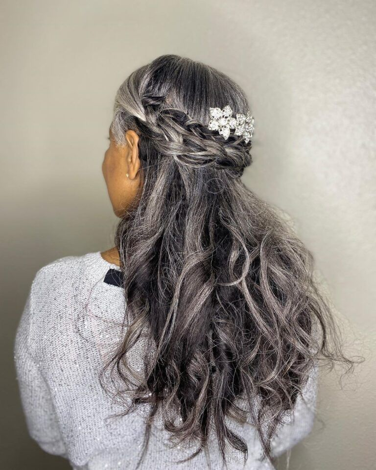 Photo of Gorgeous Gray Hairstyles to Try while Growing Out Gray Hair!