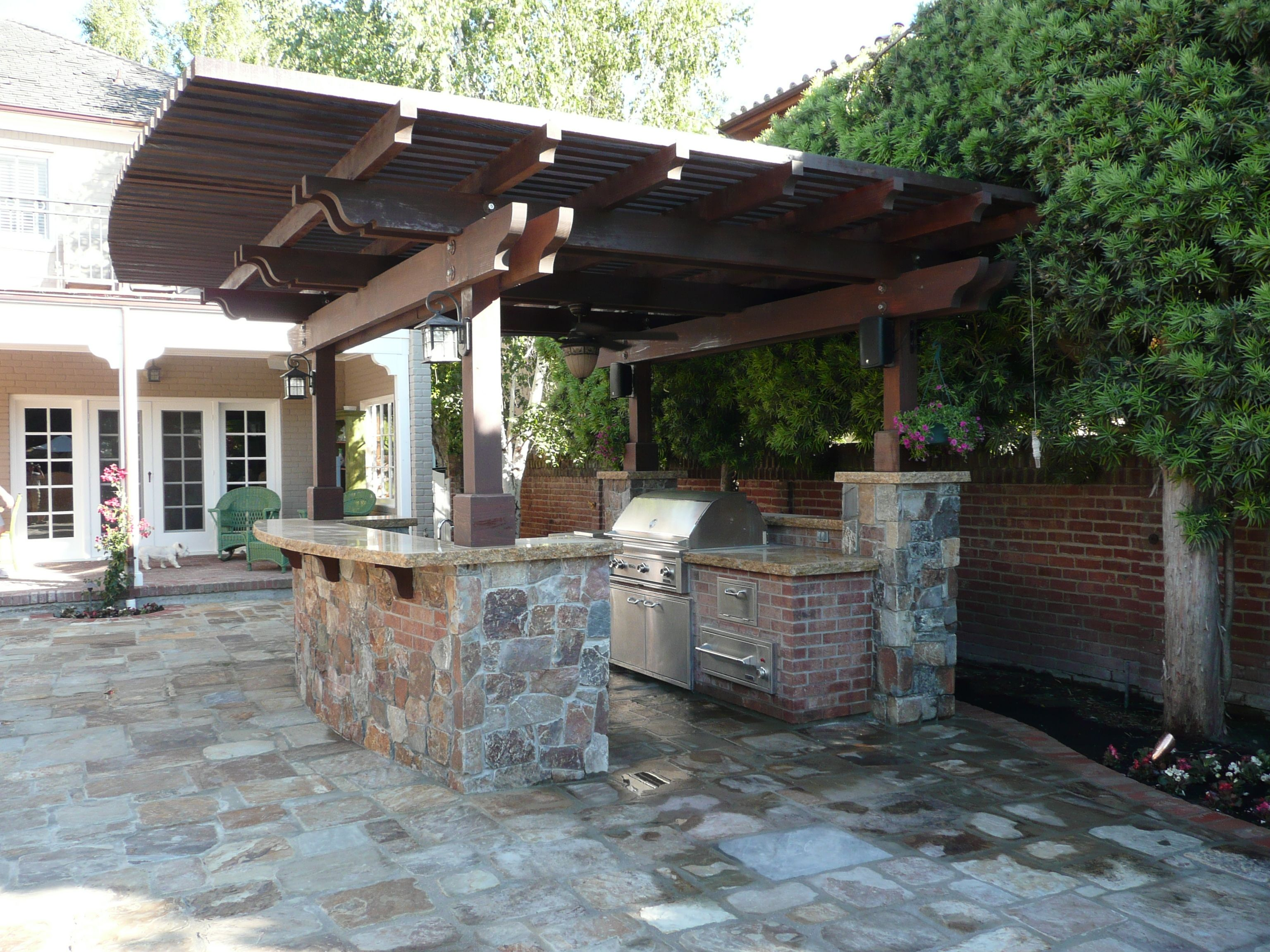 Covered outdoor kitchen google search outdoor kitchen for Outdoor kitchen wall ideas