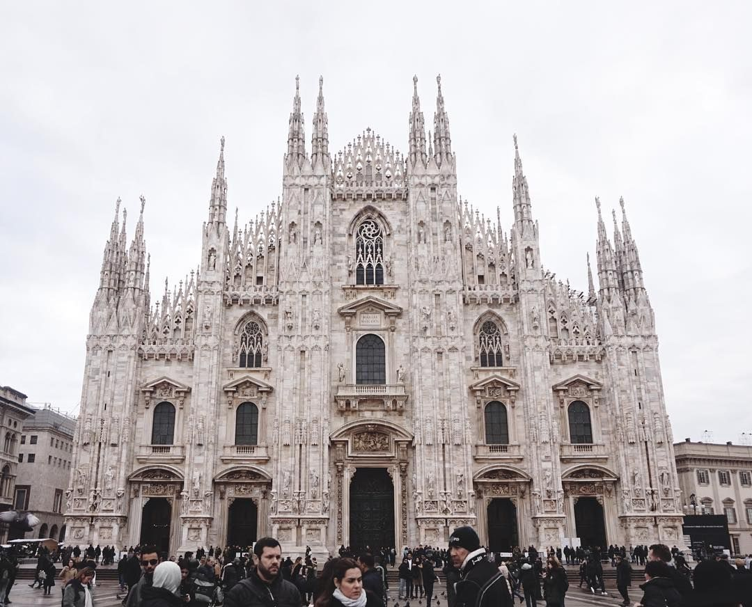 ✖️Milan✖️  I can now cross this from my bucketlist, I finally got the chance to see this in real life...Simply breathtaking   #milan #duomodimilano #duomo   #fashion #architecture #italy
