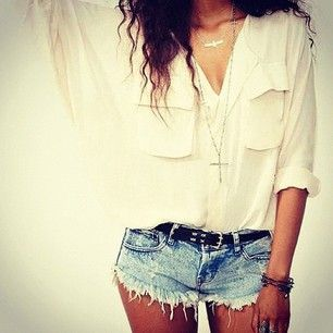 Personally Im a huge fan of shorts and a baggy top. Especially cute denim shorts like these! #denimshorts