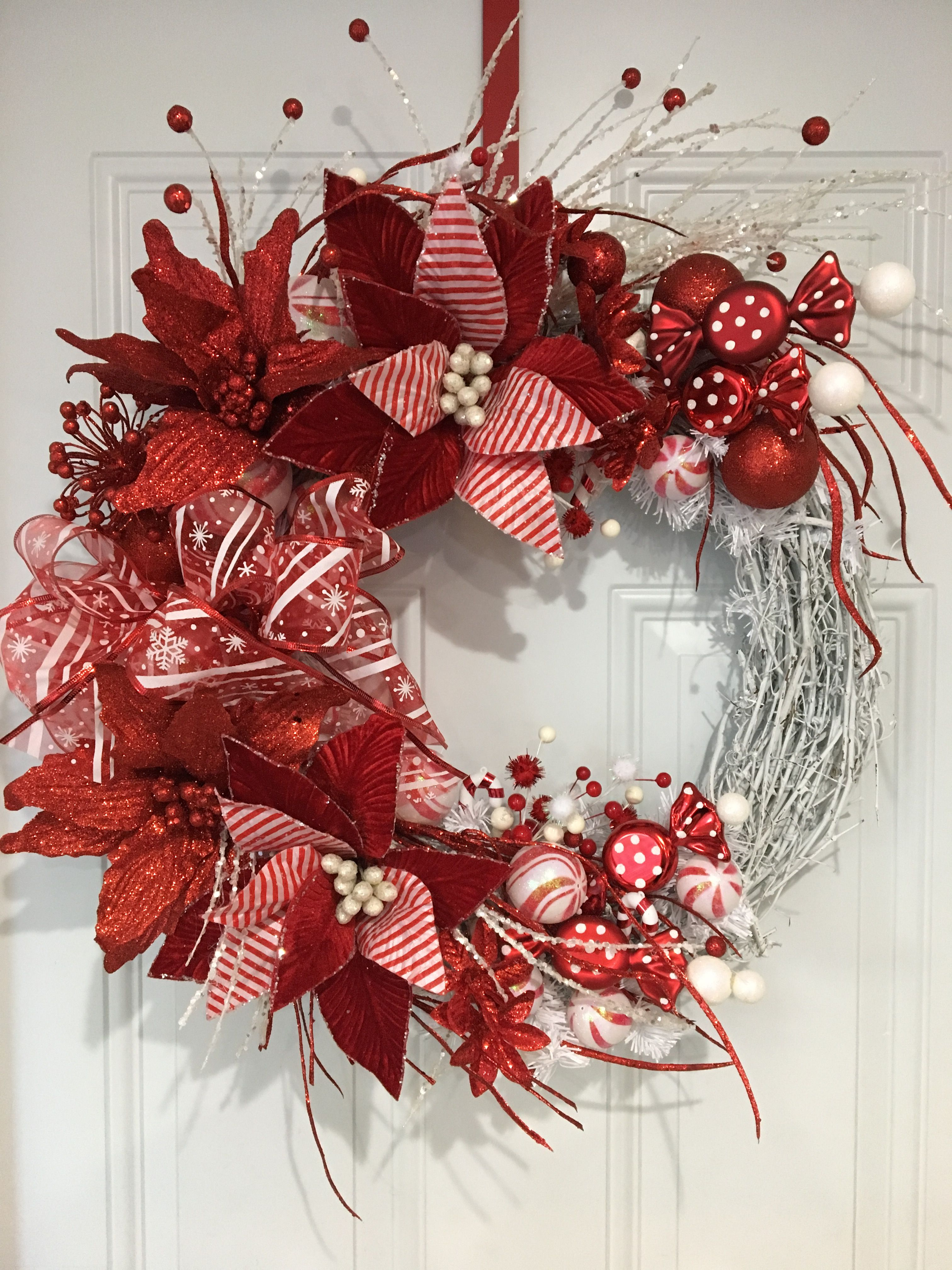 Holiday Wreaths Christmas Wreaths Candy Canes Red And White Stripes Christmas Decorations Wreaths Christmas Wreaths Christmas Wreaths Diy