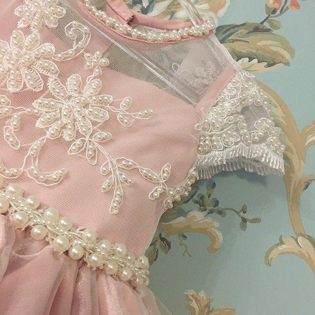 Vestido infantil bordado com pérolas rosa Via Flora for Girls #renda #pérolas #tule #infantil