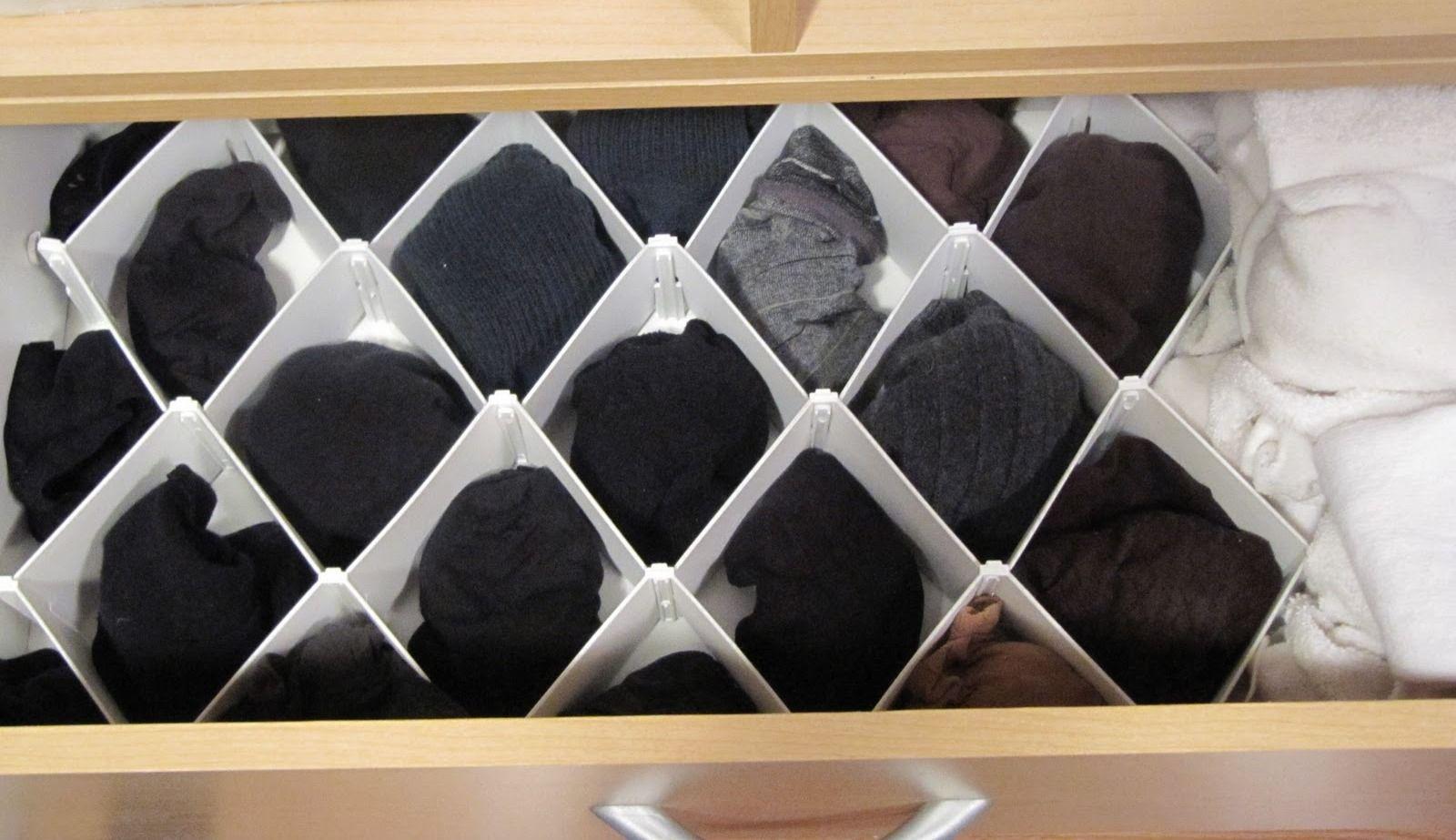 """Cadê o par? Esta """"colméia"""" organizadora  para meias resolve o problema. Simples assim! Você encontra em lojas de utilidades domésticas. #ficaadica"""