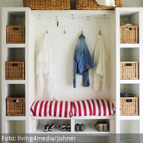 Ikea Garderobenschränke garderobenschrank in weiß mit aufbewahrungskörben und den