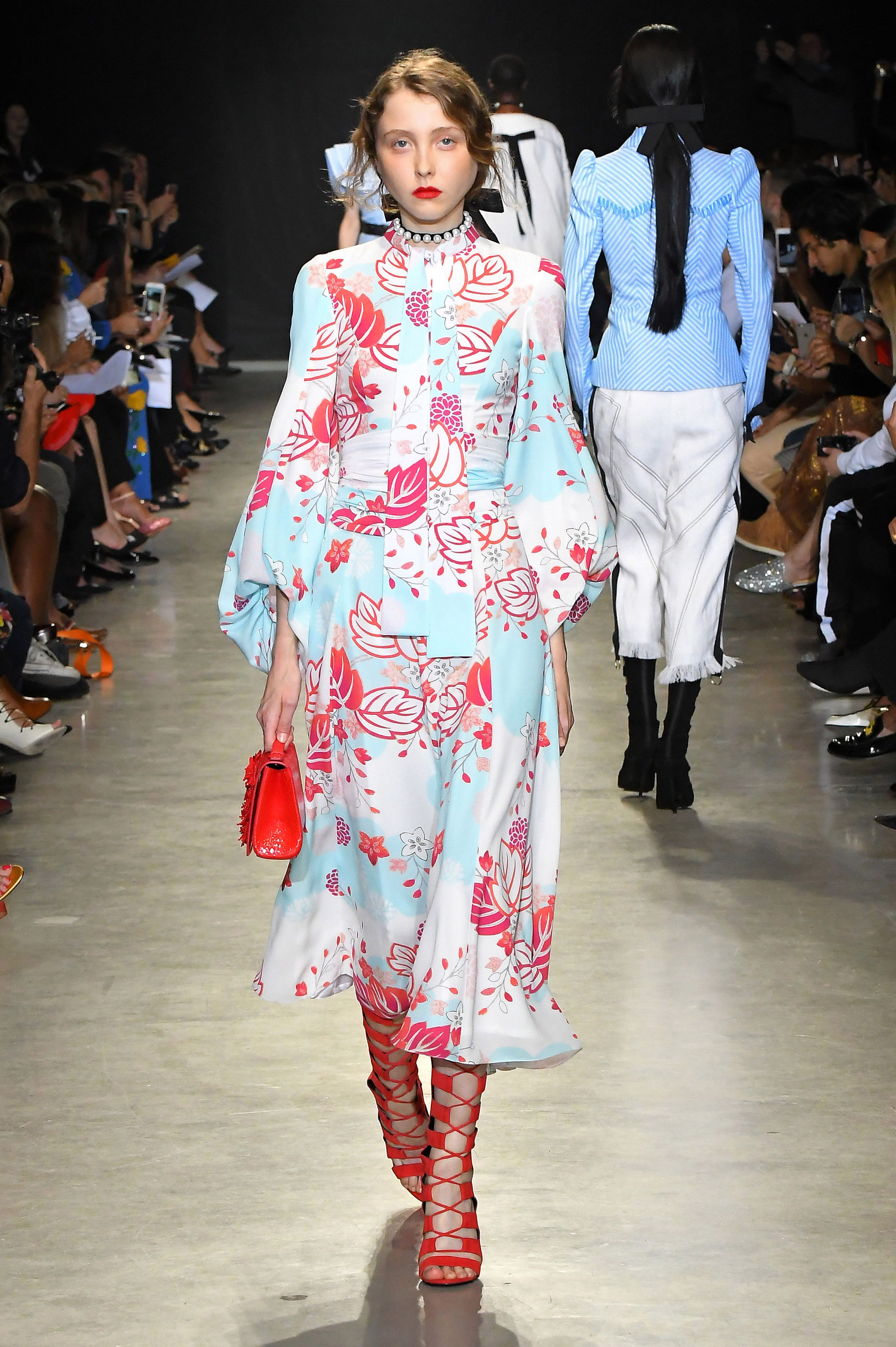 Fashion runway trend front crisscross recommendations to wear in everyday in 2019