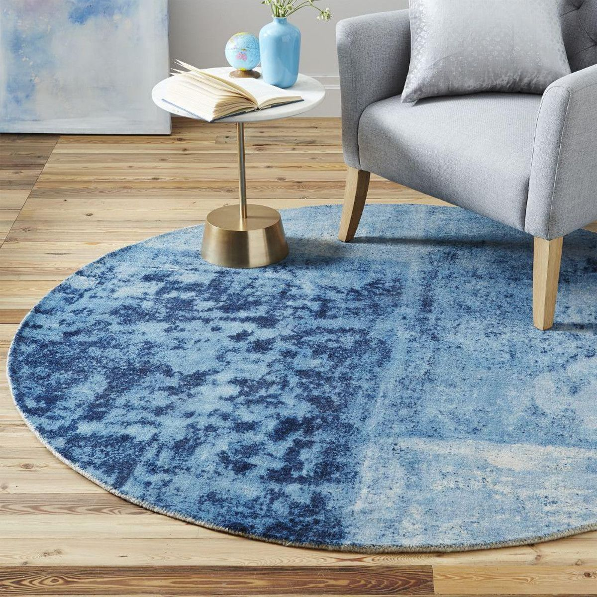Distressed Rococo Wool Rug Round