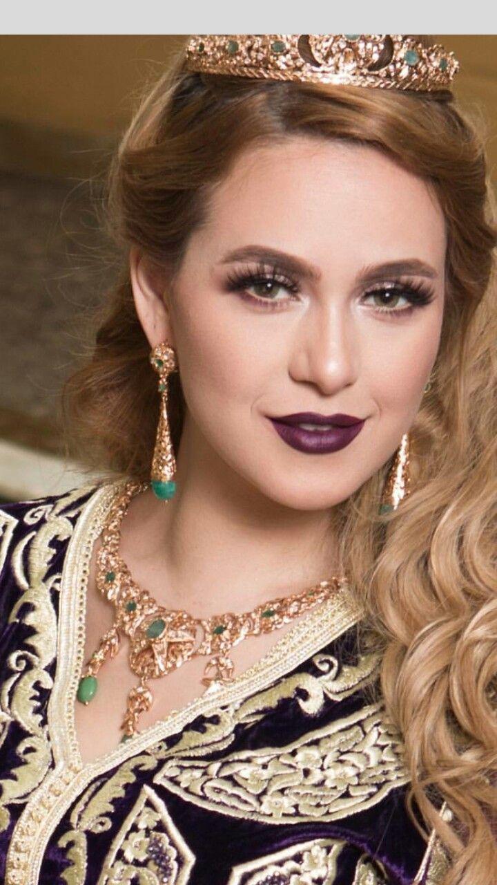 Caftan Maquillage Mariage Marocain, Mariage Tunisien, Caftan Marocain, Mariée  Marocaine, Bijoux Marocains