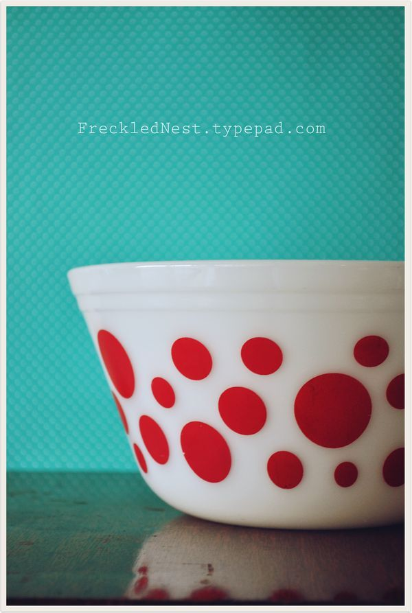 One of my favourite blogs & a beautiful pyrex bowl. Oh, and a lovely colour scheme (turquoise/red/white)!