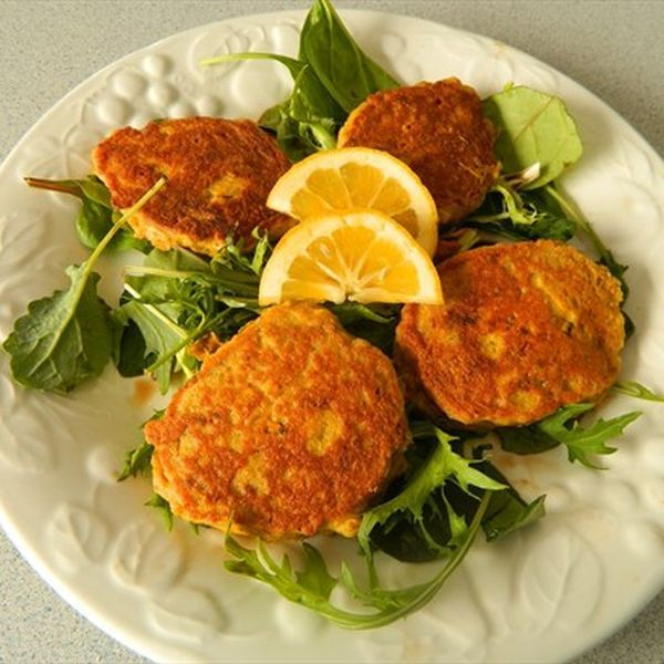 Salmon Cakes Recipe Paula Deen: Seriously Good Salmon And Chickpea Patties Served On A Bed