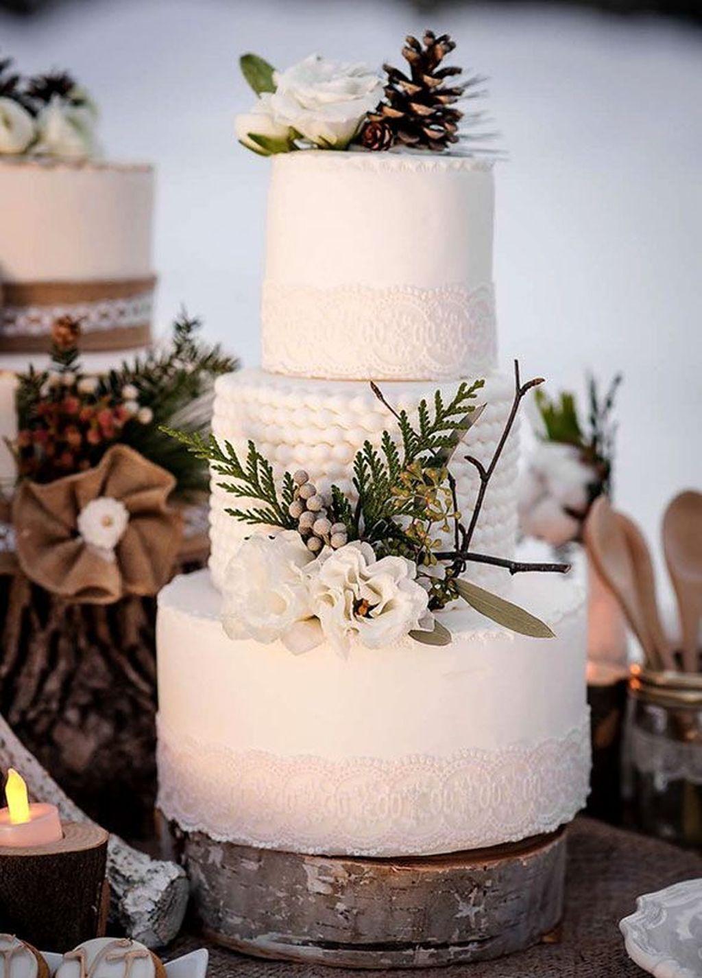 41 Popular Wonderland Wedding Cake Ideas For Winter (avec