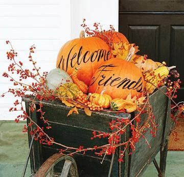 Halloween, so wish my porch was big enough for this, so cute.