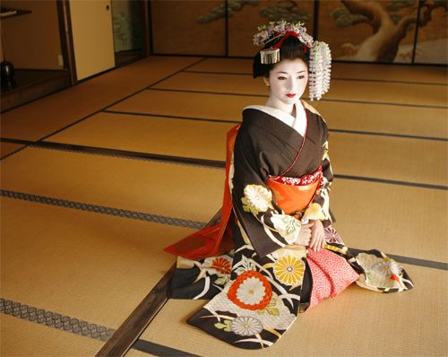 Promotional Campaigns Maiko Transformation Studio Shiki Maiko Transformation Studio Shiki Provides Beauty With A Dif Geisha Japanese Dress Japanese Costume