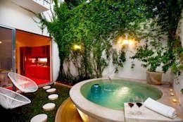 Casa Santiago 49: Albercas de estilo moderno por Taller Estilo Arquitectura #cocinasmodernaschicas