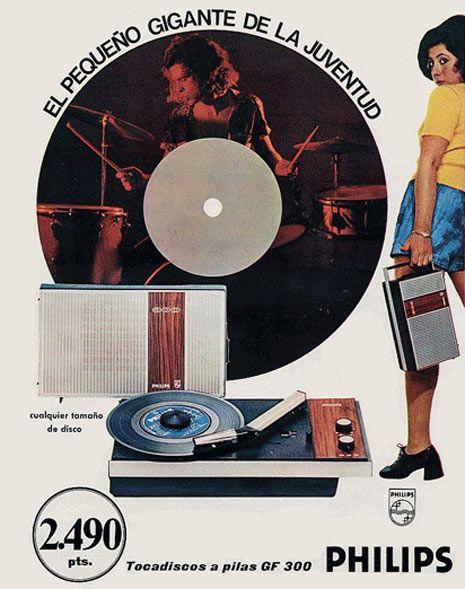 Hasta la aparición de los magnetófonos a cassette la opción más económica para acceder a la música grabada y el único modo de poder llevarla a cualquier lugar fueron estos tocadiscos portátiles.