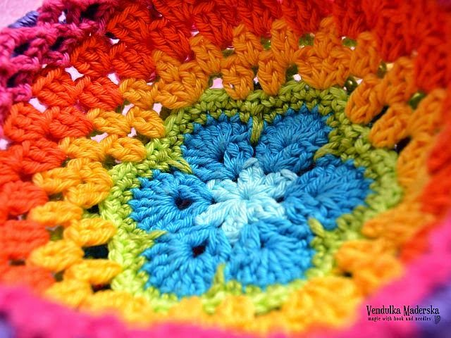 Magic with hook and needles: Rainbow purse - free tutorial ...