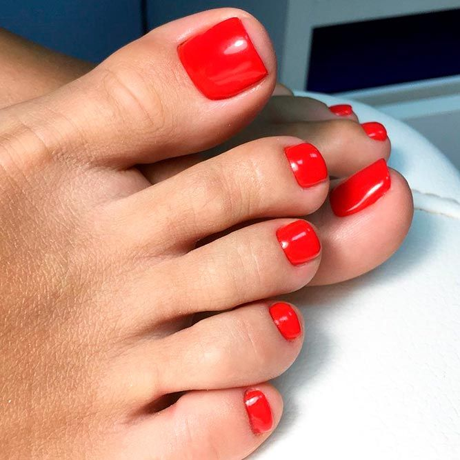 21 Amazing Toe Nail Colors To Choose This Season Gorgeous Classic Pedicures In Red Picture 1 Your Should Always Keep Up With The