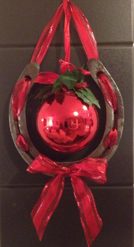 Horsenista christmas diy horseshoe ornaments pinteres for Horse shoe decorations