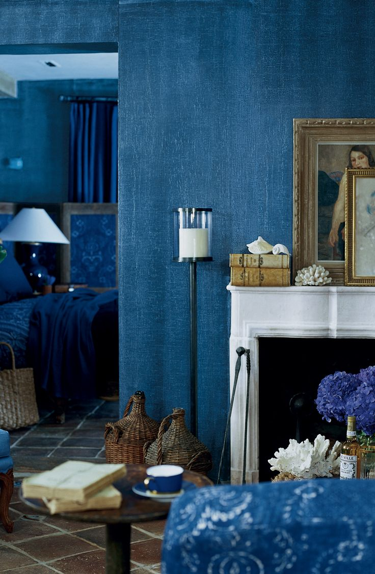 The Deep Woven Texture Of Ralph Lauren Paint S Indigo Denim Faux Finish Adds A Bohemian Spirit To Your Walls Indigo Walls Entertaining House Blue Rooms