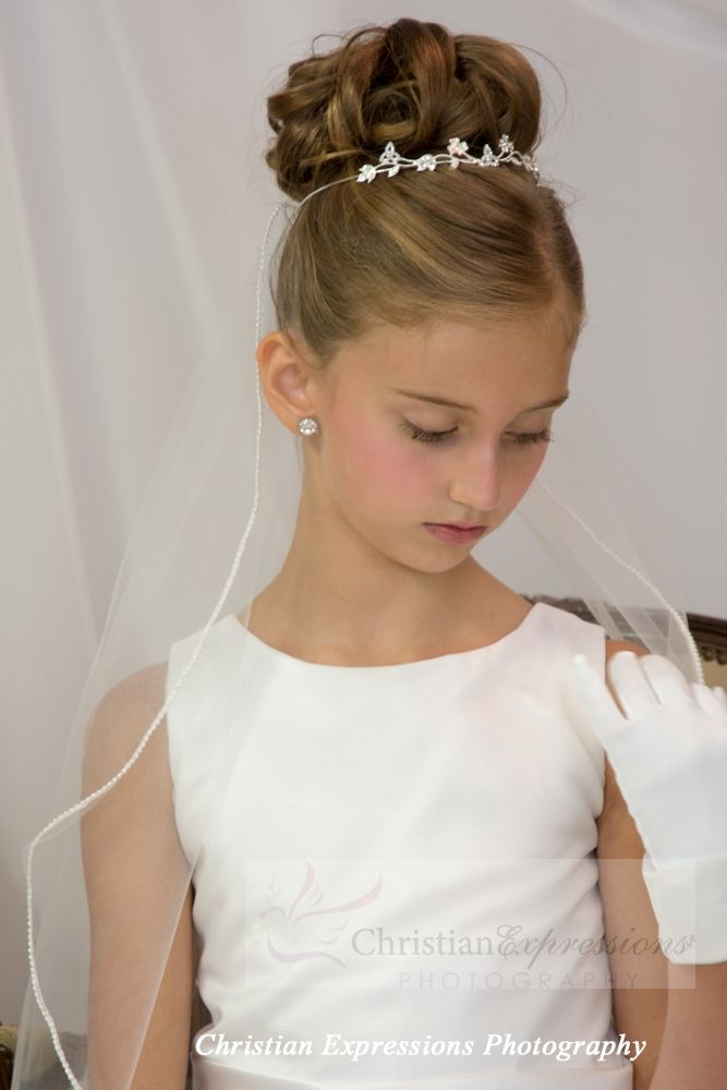 First Communion Veil With Pearl Edge Trim Single Tier First Communion Veils Communion Hairstyles Girls Updo