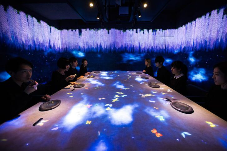 http://globalhop.indiaartndesign.com/2017/05/the-multisensory-dining-experience.html @teamLab designs a multi-sensorial space, exemplifying the ties between nature and man. Check it out and leave us your views here....