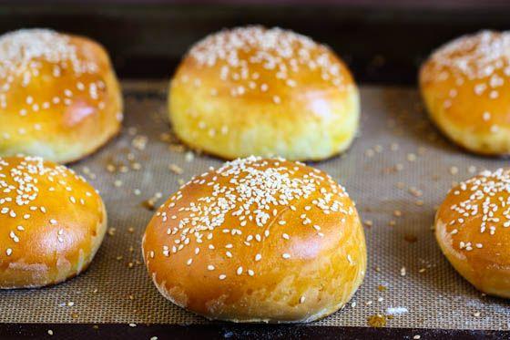 Homemade Hamburger Buns from @Jenna (Eat, Live, Run)