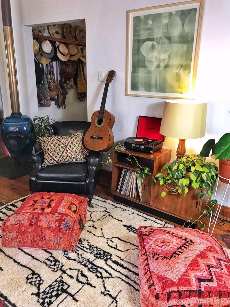 #bohemiandecor #moroccandecor #eclecticdecor #vinylrecords #guitar #azilal