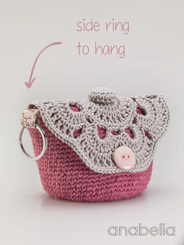 c33babba1 Hoy os propongo hacer estas bolsas para maquillaje de ganchillo ideales  para llevar en nuestros bolsos de playa. El patrón y las in.