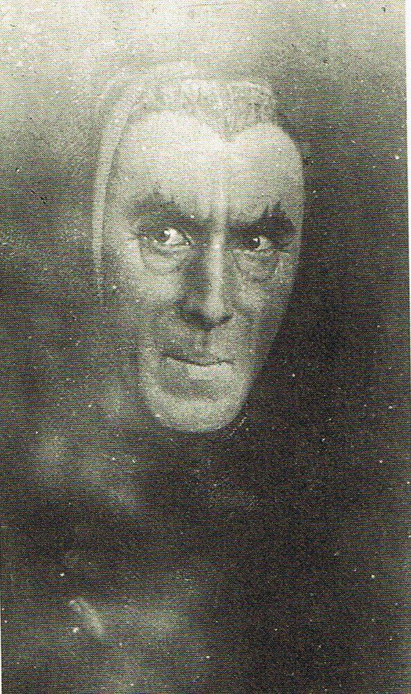 Henry Irving  was the role model for Bram Stoker's Dracula.