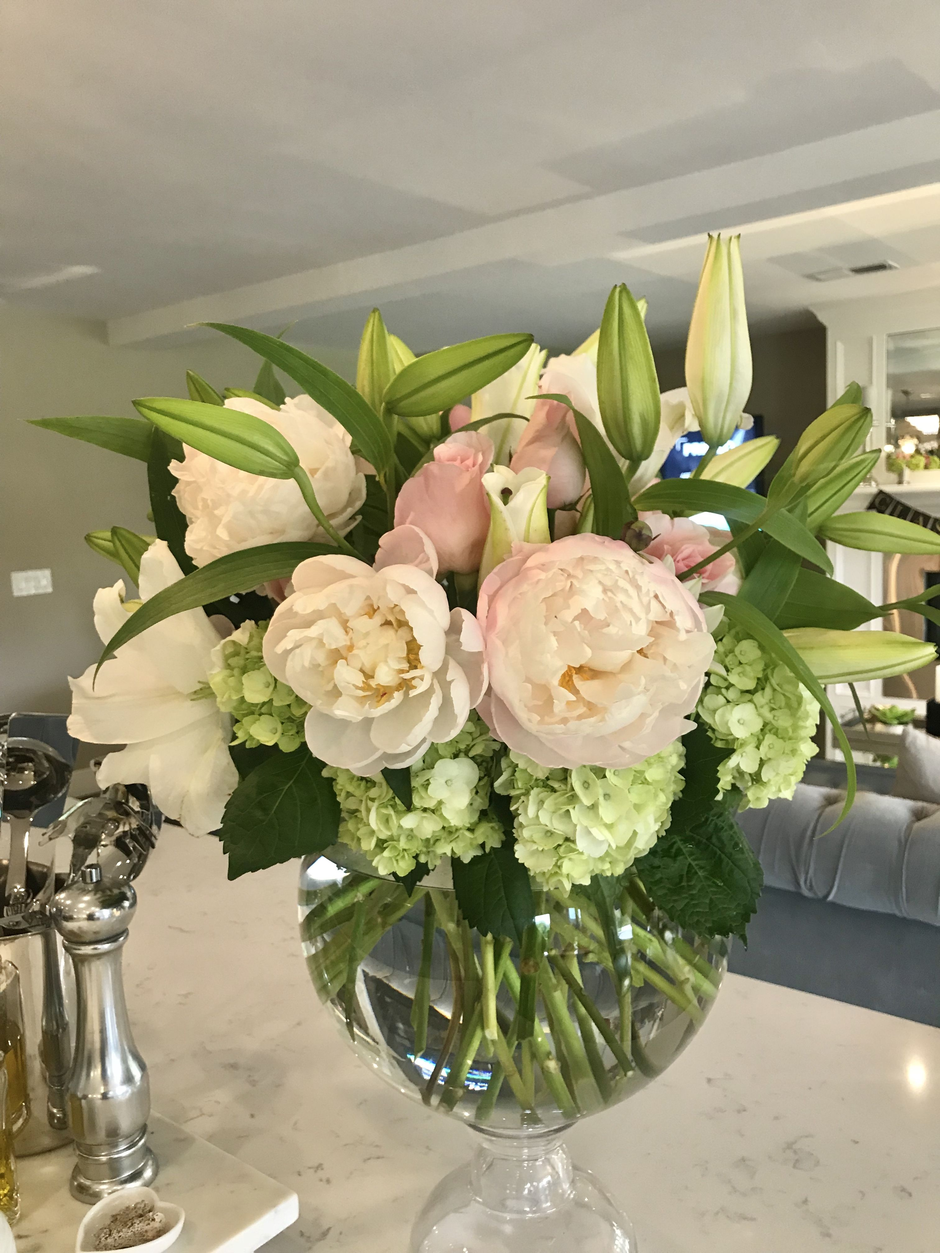 Peonies Roses Casablanca Lilies And Hydrangeas Make For A Perfect Arrangement Wendy Pacheco Flower Arrangements Beautiful Vase Beautiful Flowers