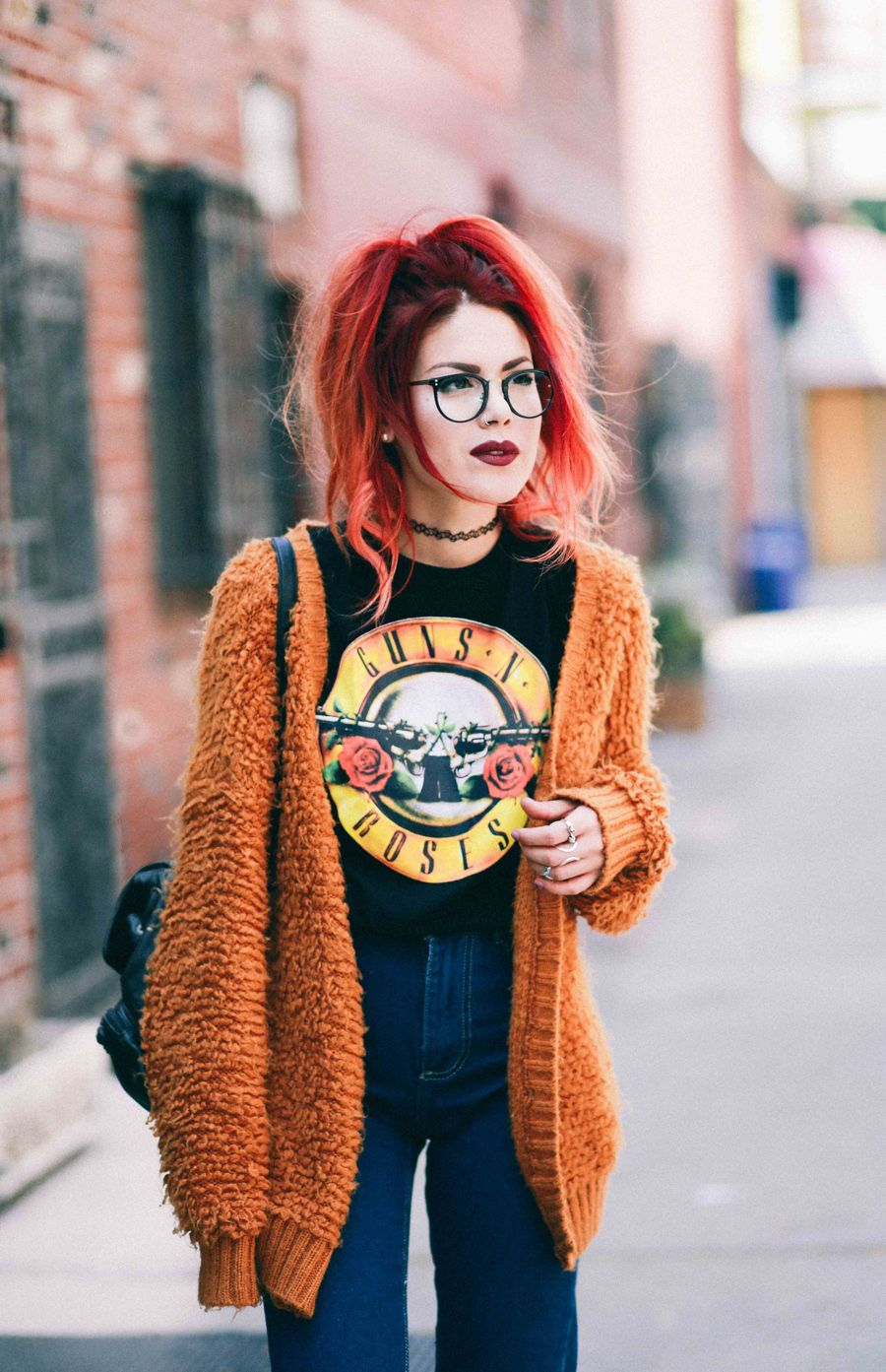 555a927f02 Le Happy wearing band tee and chunky sweater