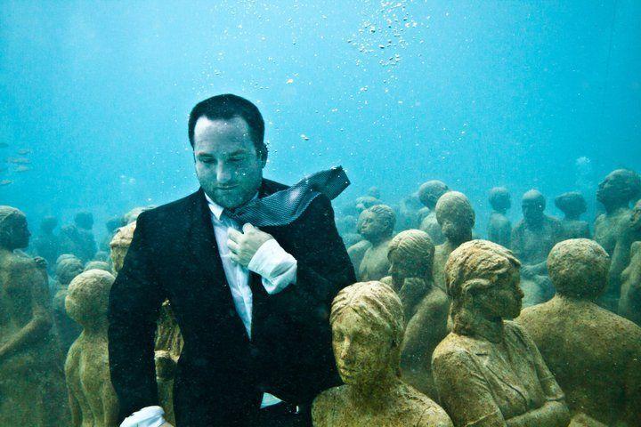 Un museo bajo el mar de Cancún.Obra del  escultor británico Jason decires Taylor.