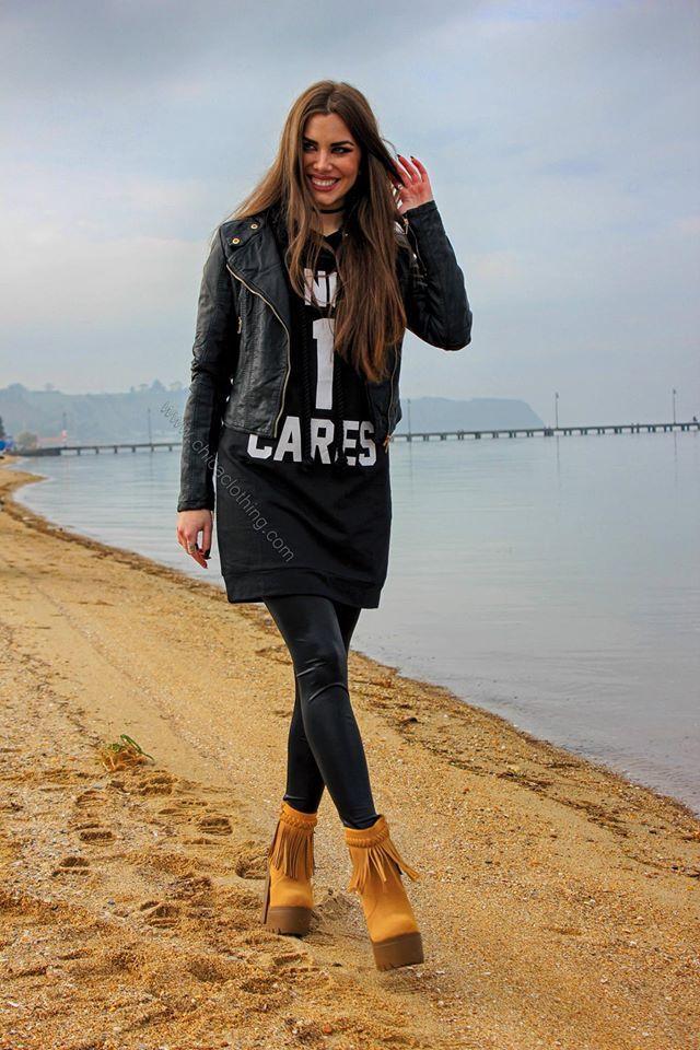 e83ee7ebdbc2 Μπουφάν μαύρο δερματίνη | Φόρεμα φούτερ με κουκούλα | Μποτάκι κάμελ με  κρόσι #maritinaandrioti #chica_maritina #style #fashionmodels #thessaloniki