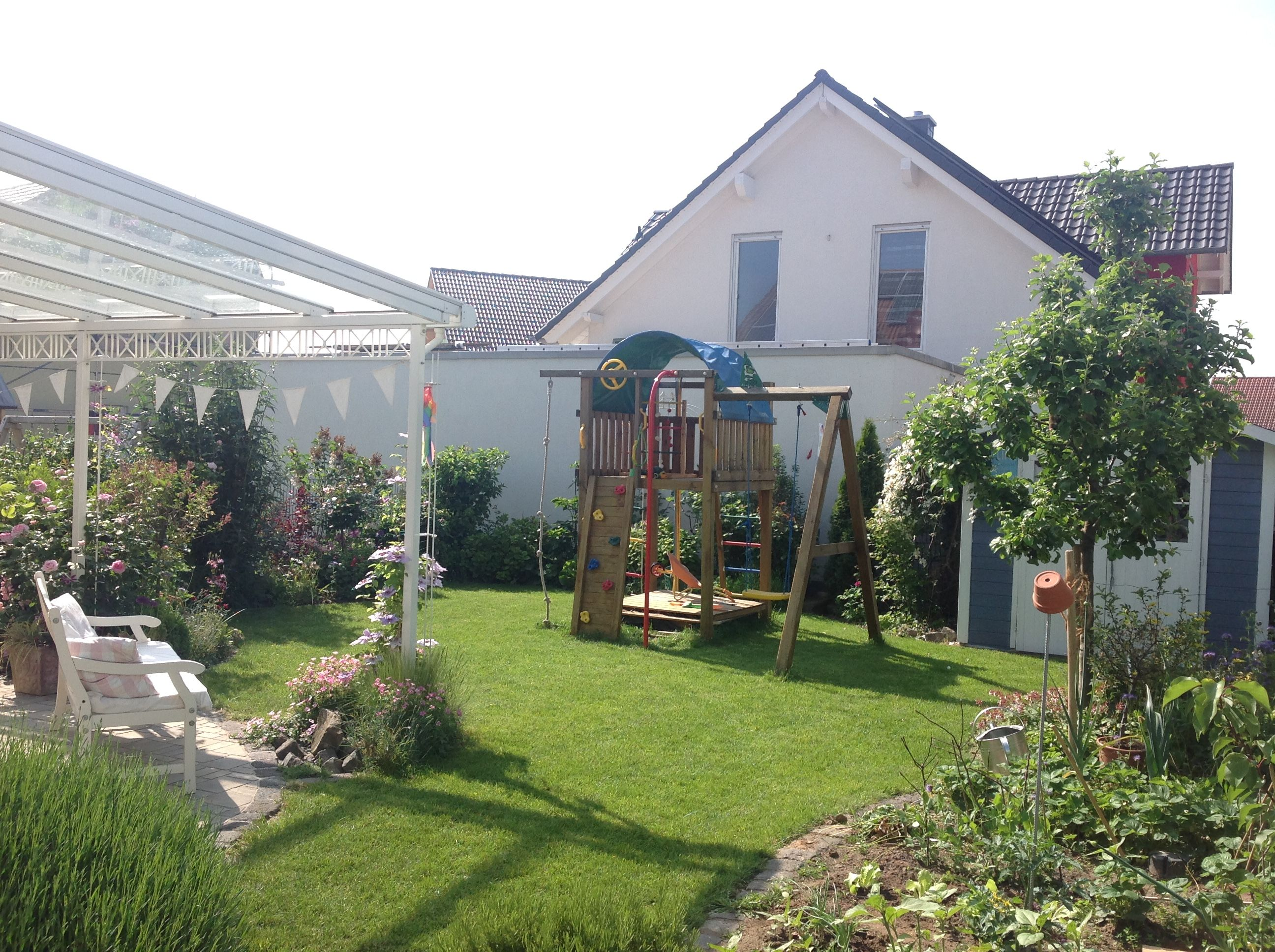 Unser Garten Einer Doppelhaushälfte Mit Nur Ca. 80 Qm