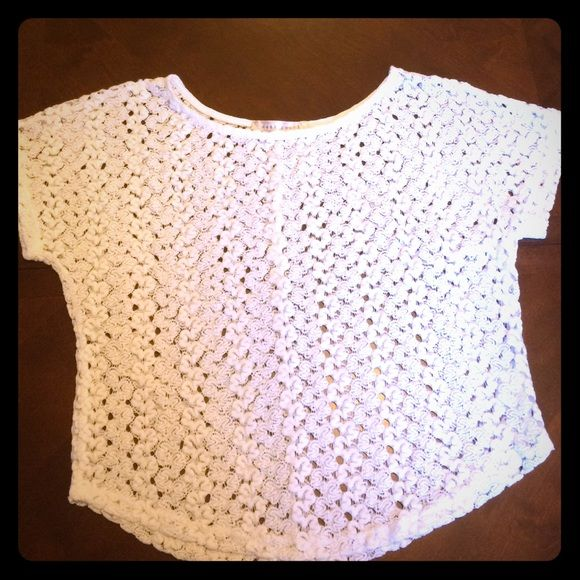 White woven top Perfect condition, worn once no pulls Sans Souci Tops Blouses
