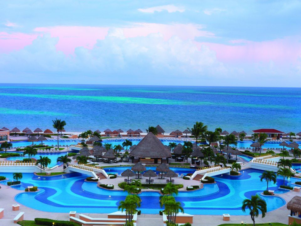 Moon palace cancun is an all inclusive resort on the for Pool en keeshonden show
