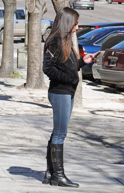 Girls In Leggings And Boots Candid Girls Boots Street Fashion Sms